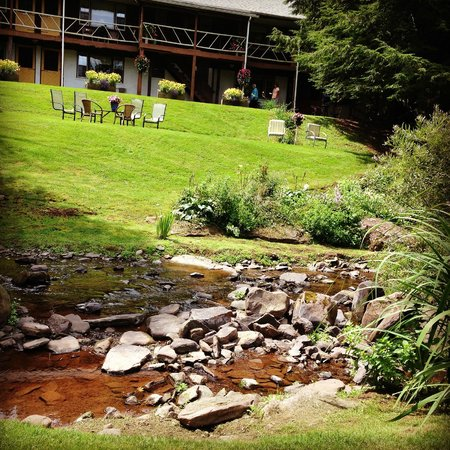 The Mountain Brook Inn: Such a beautiful setting