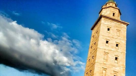 Tower of Hercules (Torre de Hercules) : lateral