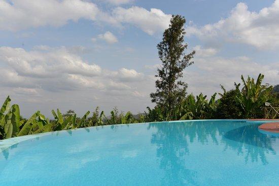 Ambureni Coffee Lodge: La piscine à débordement