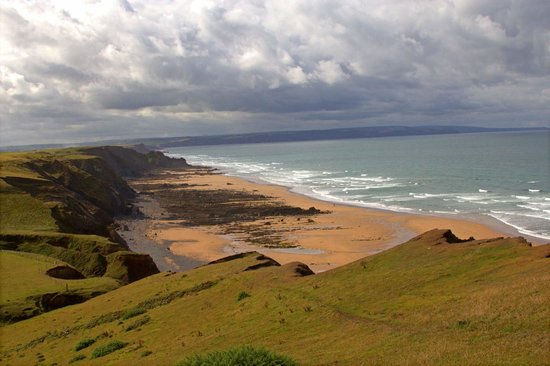 Sandymouth Beach: View of Sandymouth Bay from the cliff