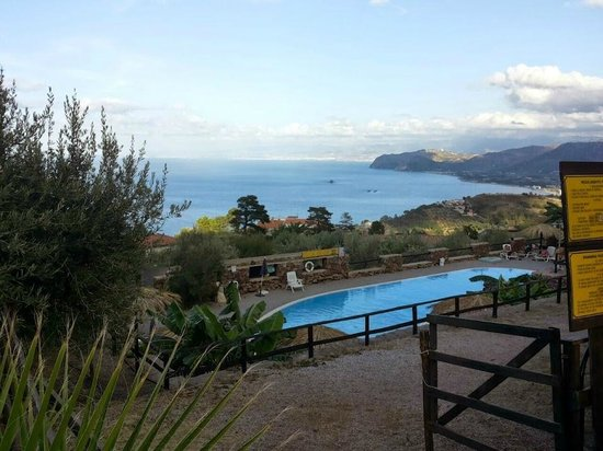 Agriturismo Santa Margherita: piscina e mare