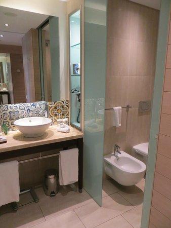 Hilton Vilamoura As Cascatas Golf Resort & Spa: Bathroom