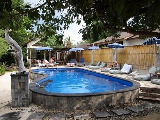 het mooie zwembad van Karma Kayak