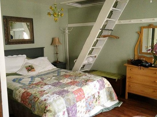 Bee & Bee ~ Bed and Breakfast : Cottage Annexe (the stairs are just for decoration)