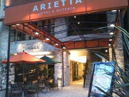 Arietta Hotel Osaka: ホテル入口