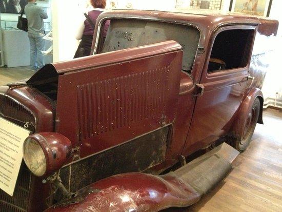 Auto Usado Para Cruzar Picture Of Mauermuseum Checkpoint Charlie