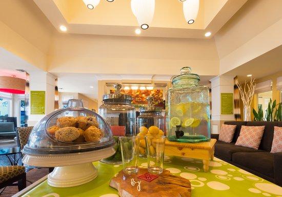 Hilton Garden Inn Flagstaff: Complimentary Snacks & Infused Water