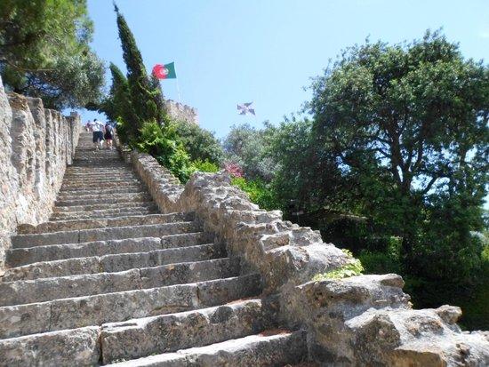Castillo de San Jorge: Escadaria para a Torre de São Lourenço