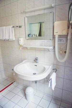 Hotel zum Schiff: Bathroom