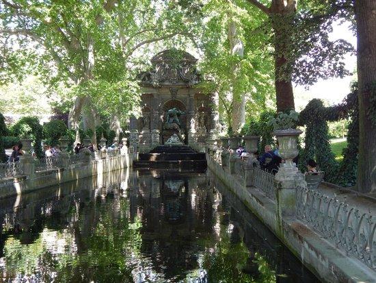 Jardin du Luxembourg : Medici Fountain