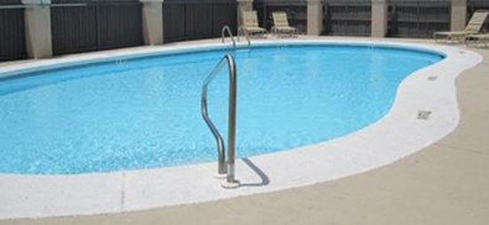 Quality Inn Montgomery: Pool