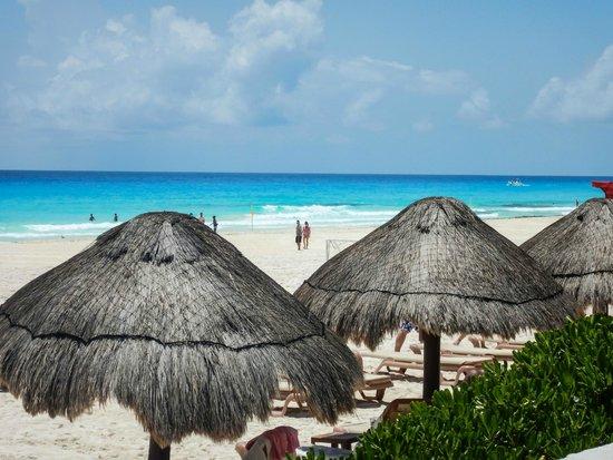 The Westin Lagunamar Ocean Resort: view from pool