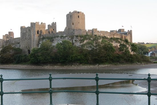 Old Kings Arms Hotel : Pembroke Castle