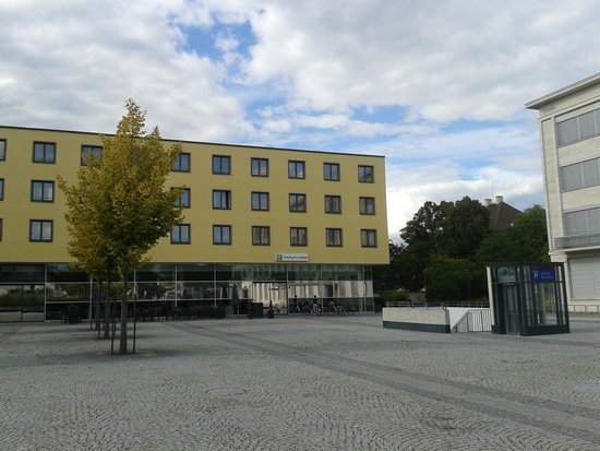 Holiday Inn Express Singen: Hotel. square side