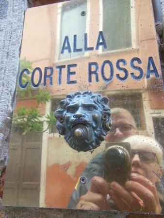 Alla Corte Rossa : hotel, sonnette