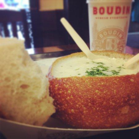 Bistro Boudin : Clam chowder!