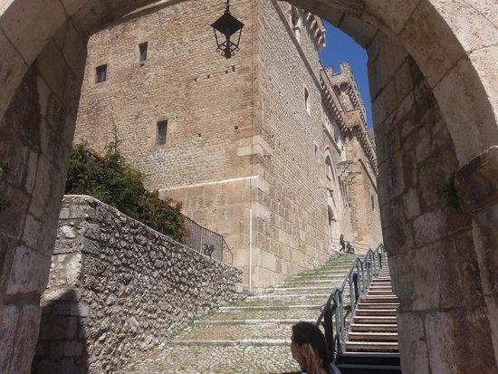 Castello Ducale di Casoli: l'ingresso dopo il ponte levatoio e fossato