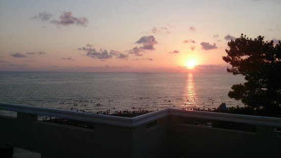 Argo Hotel: Закат с балкона моего номера.