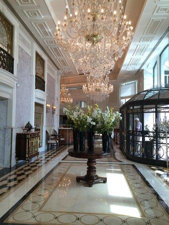 Rixos Pera Istanbul: Amazing hotel entrance