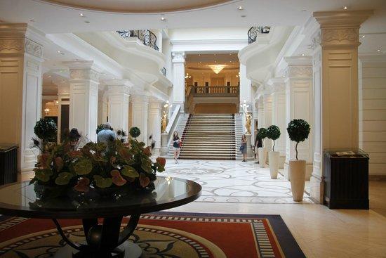 Corinthia Hotel Budapest: Lobby area