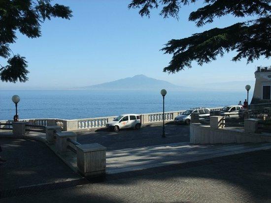 Imperial Hotel Tramontano : Blick auf den Vesuv