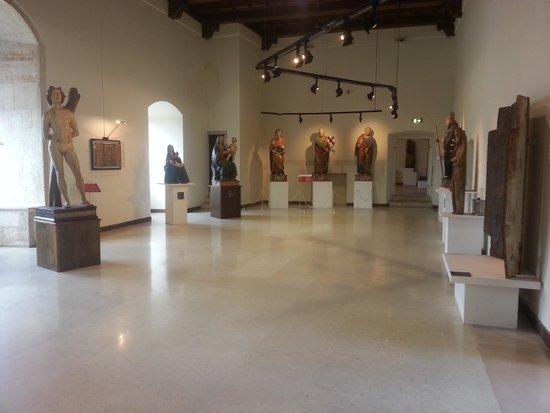 Castello Ducale di Casoli: alcune delle statue