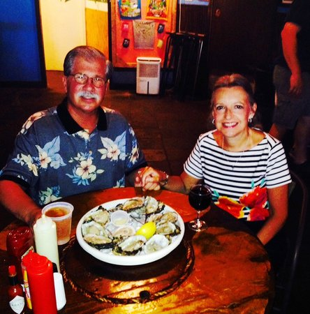Bimini's Oyster Bar and Seafood Cafe : Oysters!