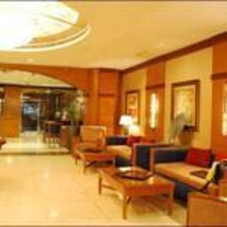 The Country Club Hotel: Lobby