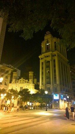 Alfonso Hotel: Di fronte all'hotel
