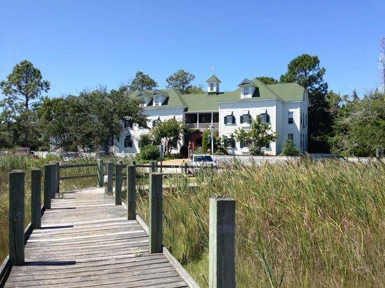 Roanoke Island Inn: View of the Roanoke from the salt marsh boardwalk