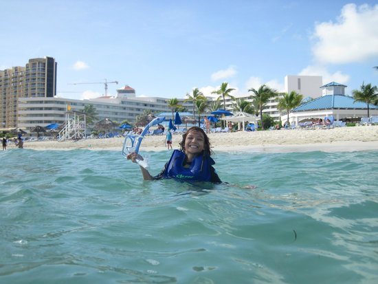 Melia Nassau Beach - All Inclusive: water was warm and blue/lots of sea grass