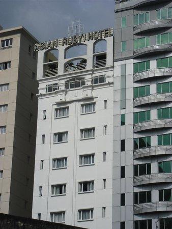 Asian Ruby Central Hotel : Rückseite von der Stadt aus