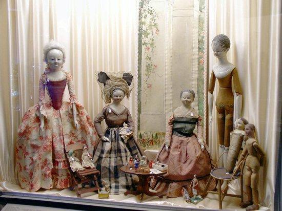 Musée de la Poupée: Wooden Dolls
