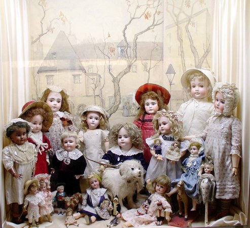 Musée de la Poupée: 19th c German Dolls