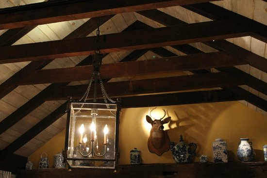 Washington, Wirginia: Rafters & light fixture above the king bed. (Mayor's House)