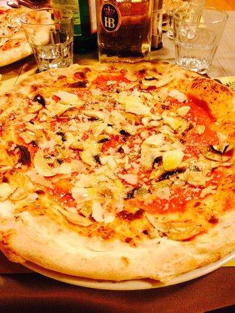 Osteria Antico Oleificio: Pizza ai funghi senza mozzarella + scaglie grana