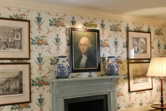 Washington, VA: The mantel in the living area. (Mayor's House)