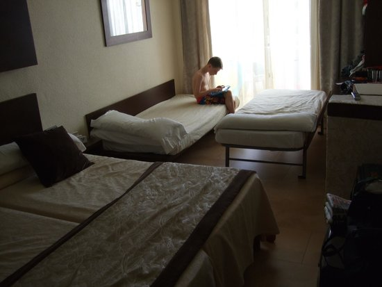 Hotel Condesa de la Bahia : Cramped room - 4 in a twin - not my idea of 4 star!