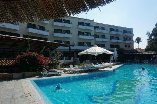 Paphos Gardens Holiday Resort: главный корпус