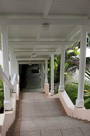 Cap Estate, Saint Lucia: Stairs from beach/dining
