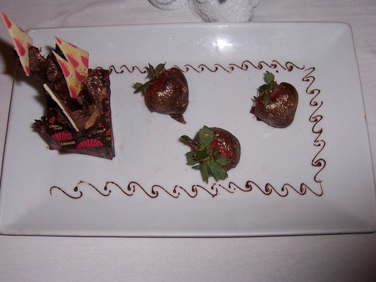 Crown Paradise Club Cancun : Chocolate covered strawberries