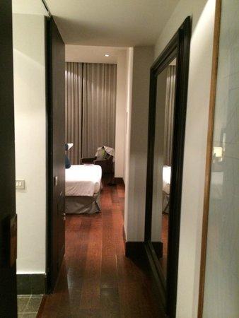 Hotel Pulitzer: Corredor de entrada para o quarto