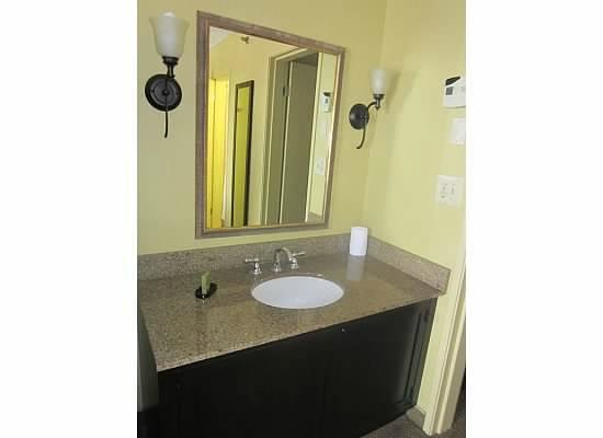 Embassy Suites by Hilton Fort Lauderdale 17th Street: Had a nice sink inside of the room.