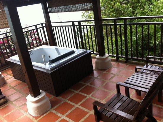 Fair House Villas & Spa: Jacuzzi on balcony