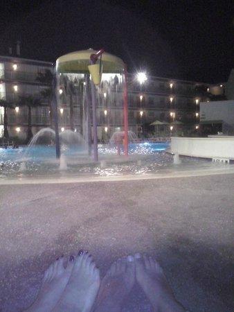 Avanti International Resort: Pileta de noche