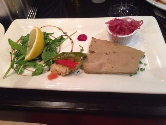 Chorley, UK: Pate - comes with full size garlic bread