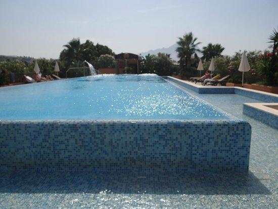 Acacia Resort Parco dei Leoni: Piscina con idromassaggio al centro benessere