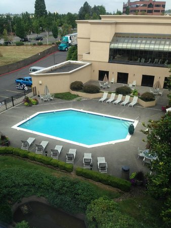 Monarch Hotel and Conference Center: Pool
