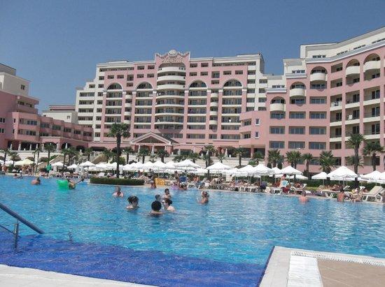 DIT Majestic Beach Resort: at the pool