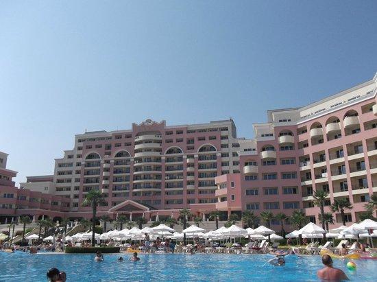 DIT Majestic Beach Resort : at the pool